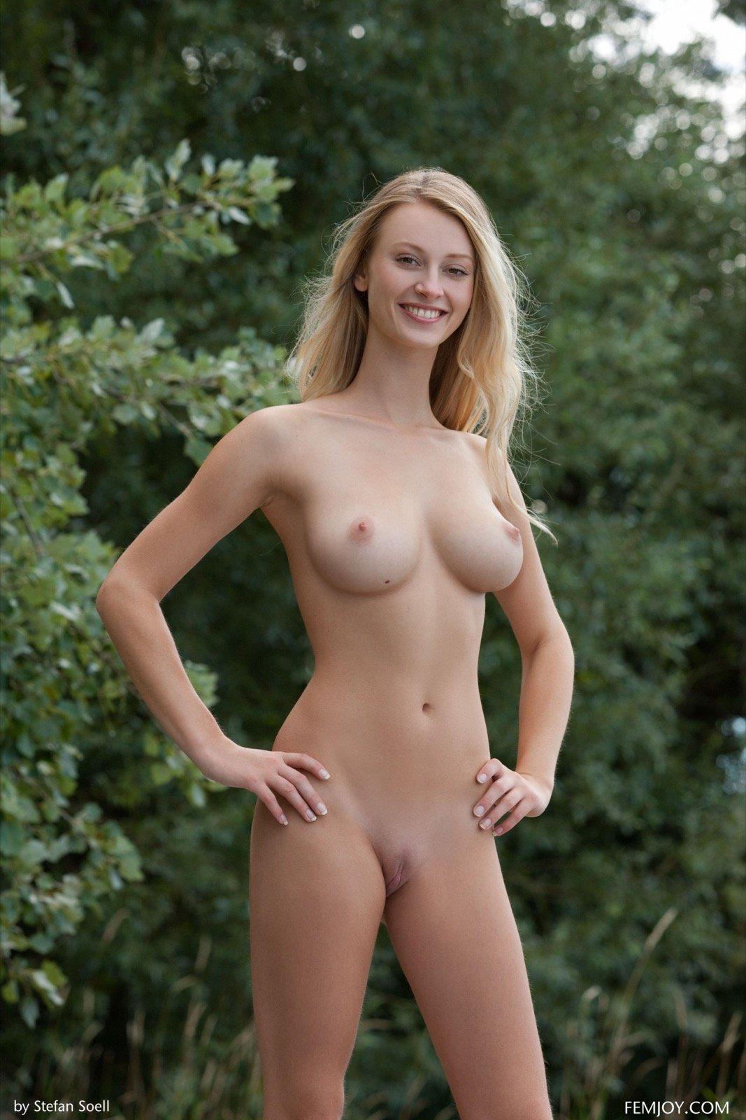 Голые блондинки с красивыми сиськами